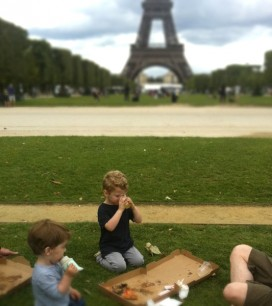 pizza-picnic-eiffel-tower