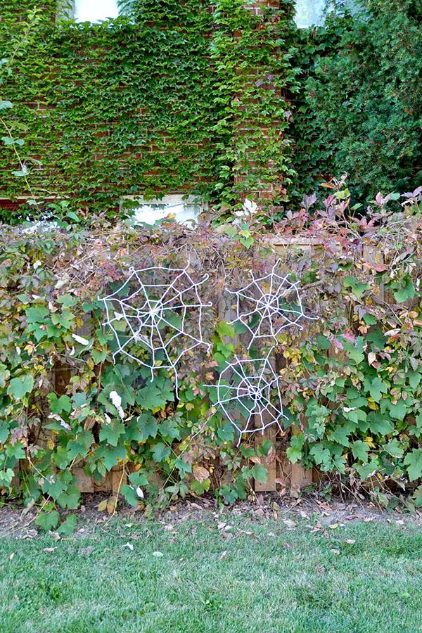 Yarn Spiderwebs   Oh Happy Day!