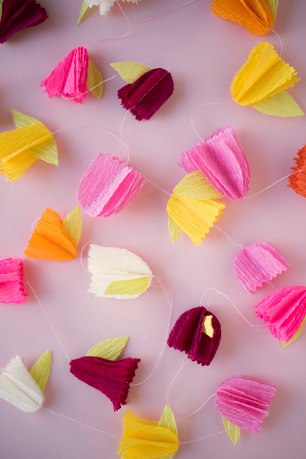Crepe paper flower garland diy for Paper decorations diy
