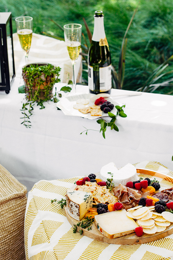 4 Tips for Dining Al Fresco | Oh Happy Day!