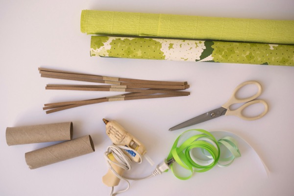 St. Patrick's Day Surprise Crackers DIY   Oh Happy Day!