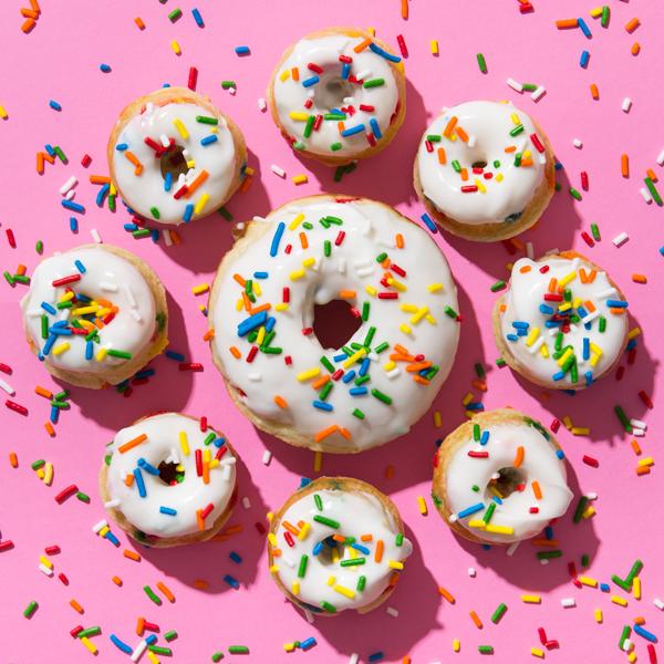 Pedaço de bolo: Assados Funfetti Donuts |  Oh dia feliz!
