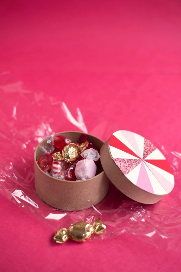 Candy Swirl Favor Boxes DIY | Oh Happy Day!