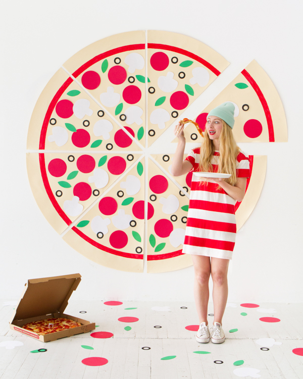 DIY Pizza Party Photobooth