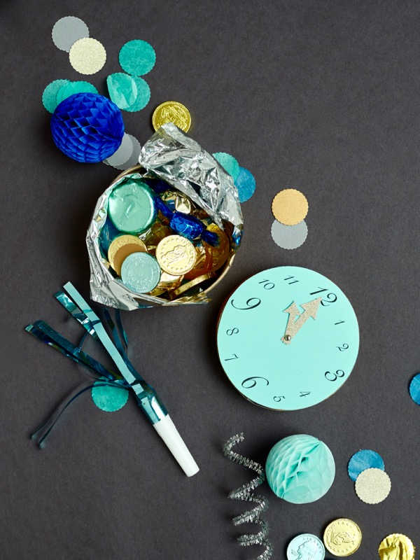 New Year's Eve Clock Favor Boxes DIY | Oh Happy Day!