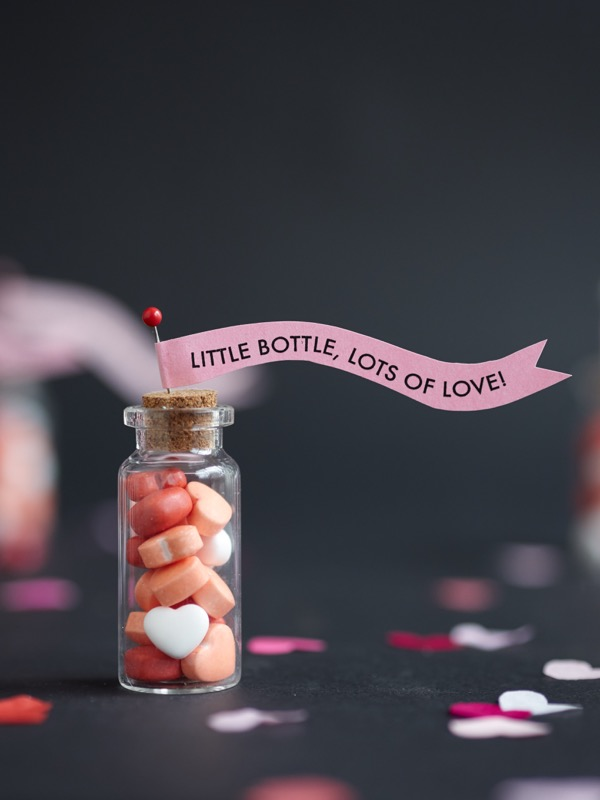 Mini Bottles Valentine Treats DIY