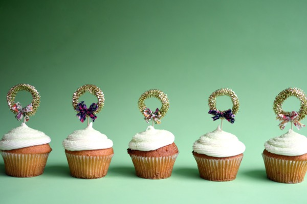 Gold Mini-Wreath Cupcake Toppers DIY | Oh Happy Day!