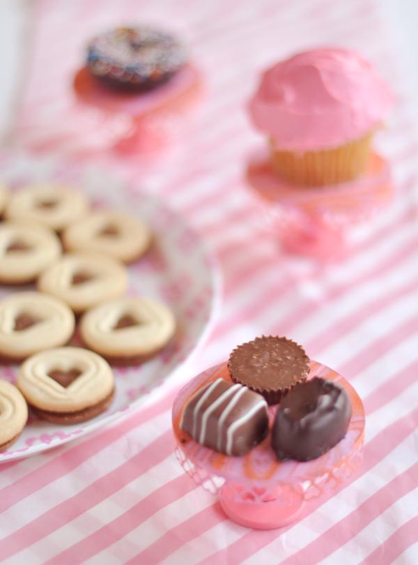 Valentine's Day Mini Cakestand | Oh Happy Day!