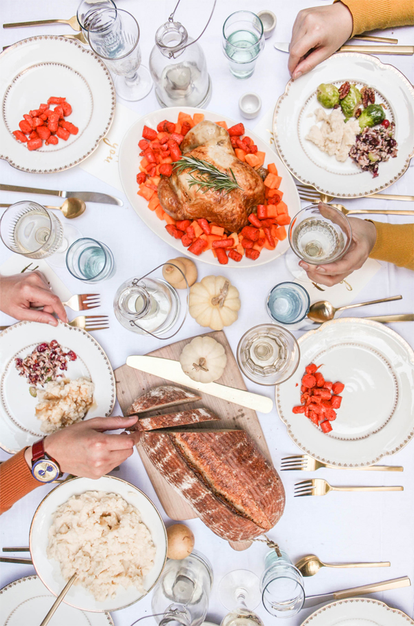 """How to Host """"Friendsgiving"""" 