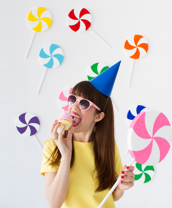 DIY Giant Lollipop Backdrop | Oh Happy Day!