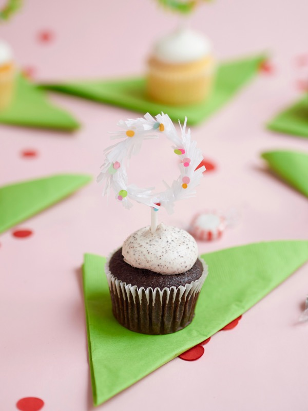 Holiday Wreath Cupcake Toppers DIY | Oh Happy Day!
